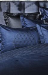 Christian-Fischbacher-Bettwäsche-Luxury-Nights-Eternal-Flower-dunkelblau-Satin