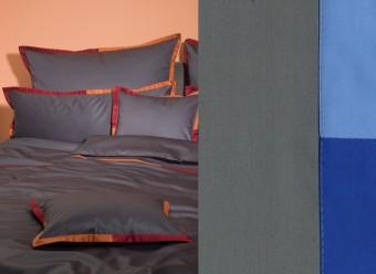 Graser-Bettwäsche-Gela-Feinsatin-platin-lapis-friesenblau